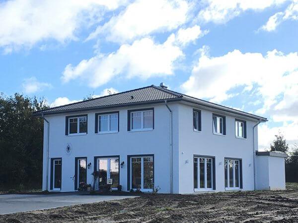 Wärmedämmverbundsystem an Einfamilienhaus in Schönberg